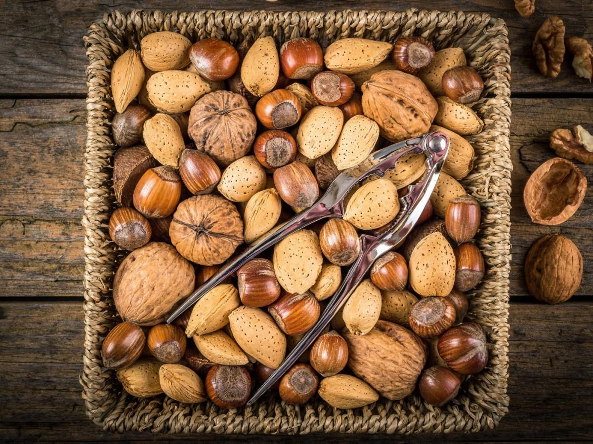 Rompecabezas Recoger rompecabezas en línea - Nuts in the basket