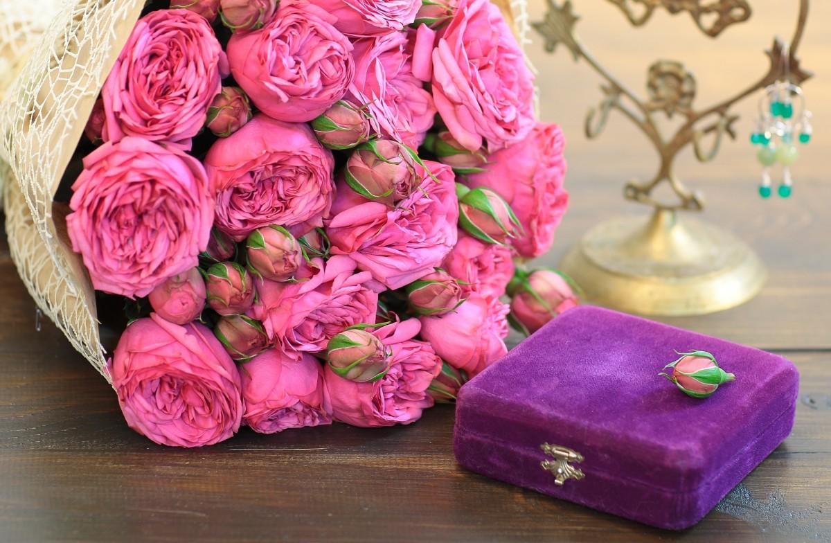 Rompecabezas Recoger rompecabezas en línea - Roses and box