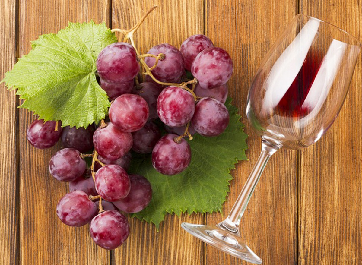 Rompecabezas Recoger rompecabezas en línea - Grapes and a glass