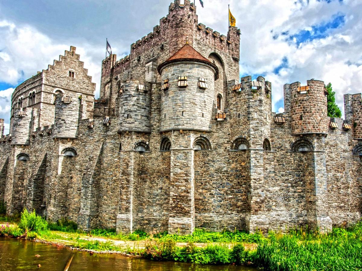 Rompecabezas Recoger rompecabezas en línea - Castle of the Counts of Flanders