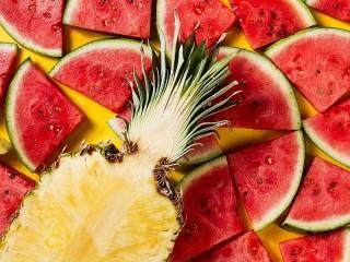 Собирать пазл Watermelon and pineapple онлайн
