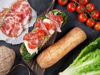 Собирать пазл Baguette with ham онлайн