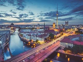 Собирать пазл The Berlin TV tower онлайн