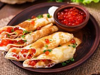 Собирать пазл Pancakes and caviar онлайн