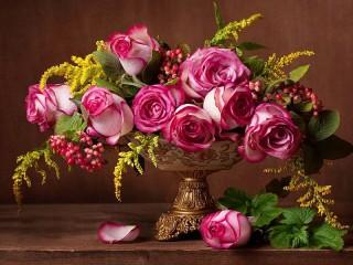 Собирать пазл A bouquet of roses онлайн