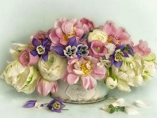 Собирать пазл Bouquet with buttercups онлайн