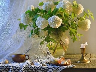 Собирать пазл White flowers онлайн