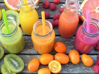 Собирать пазл Bottles of juices онлайн