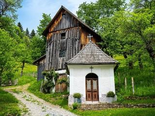 Собирать пазл Chapel in the forest онлайн