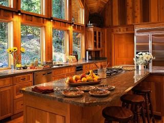 Собирать пазл Wooden kitchen онлайн