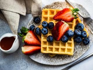 Собирать пазл Two types of berries онлайн