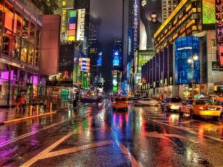 Собирать пазл The city in neon онлайн
