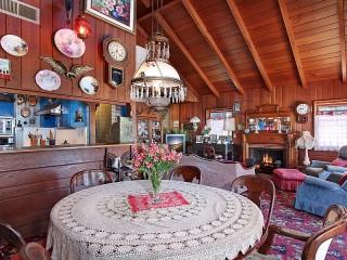 Собирать пазл Living room with fireplace онлайн