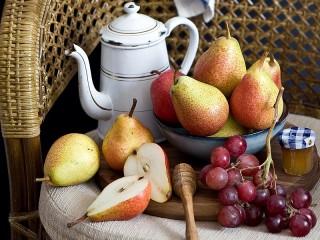 Собирать пазл Pears and grapes онлайн