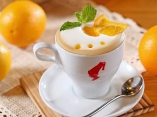 Собирать пазл Coffee foam oranges онлайн