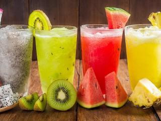 Собирать пазл The cocktails in the glasses онлайн