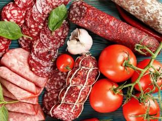 Собирать пазл Sausage and tomatoes онлайн