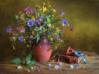 Собирать пазл Bell and flowers онлайн