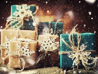 Собирать пазл Boxes and snowflakes онлайн