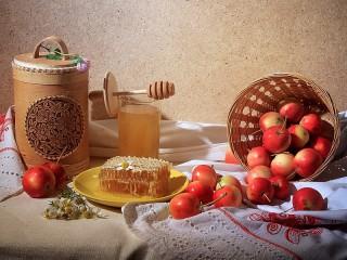 Собирать пазл Medovo Yablochniy Spas онлайн