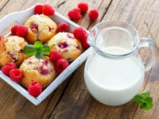 Собирать пазл Milk and cupcakes онлайн