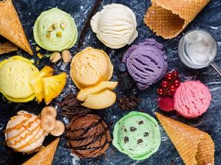 Собирать пазл Assorted ice creams онлайн