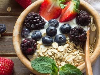 Собирать пазл Muesli and berries онлайн