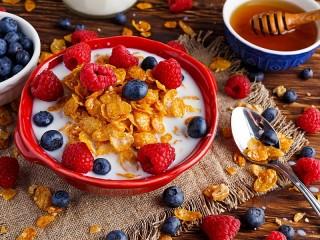Собирать пазл Cereals with berries онлайн