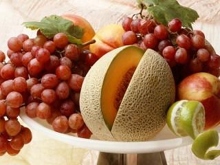Собирать пазл Still life with melon онлайн