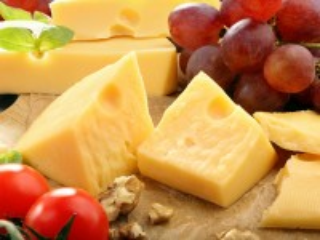 Собирать пазл Still life with cheese онлайн