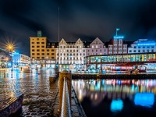 Собирать пазл Night Bergen онлайн