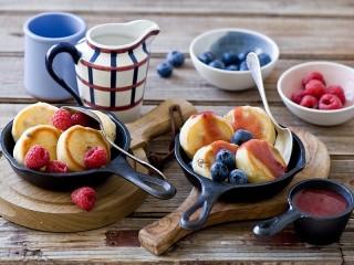 Собирать пазл Pancakes with berries онлайн