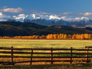 Собирать пазл Autumn in valley онлайн