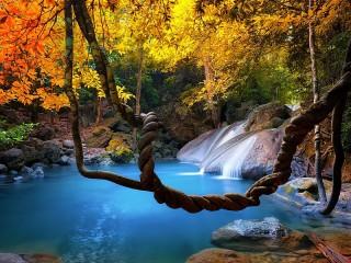 Собирать пазл Autumn waterfall онлайн
