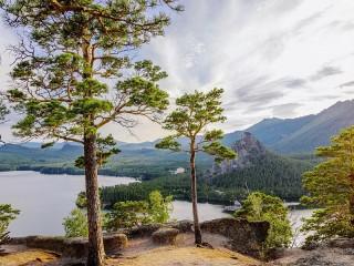 Собирать пазл The lake and the mountains онлайн