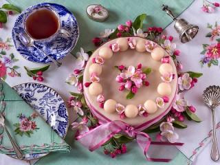 Собирать пазл Pashalniy tort онлайн
