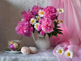 Собирать пазл Peonies and daisies онлайн