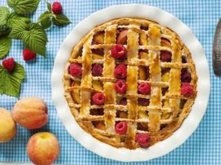 Собирать пазл Cake with berries онлайн
