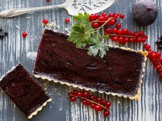 Собирать пазл Cake with currants онлайн