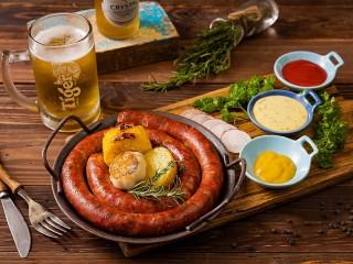 Собирать пазл Beer and sausage онлайн
