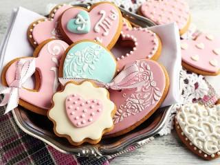 Собирать пазл Cakes with ribbons онлайн