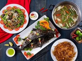 Собирать пазл Fish on a dish онлайн