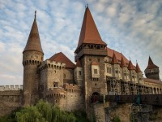 Собирать пазл Romanian castle онлайн