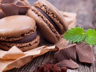 Собирать пазл Chocolate macarons онлайн