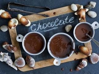Собирать пазл Chocolate seashells онлайн