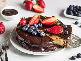 Собирать пазл Cheesecake in chocolate онлайн