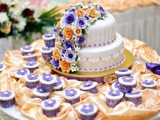 Собирать пазл Wedding cake онлайн