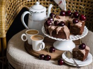 Собирать пазл Cake with cherry tea онлайн