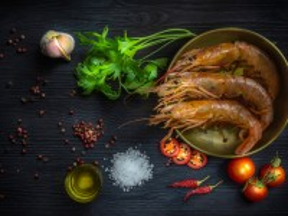 Собирать пазл Three shrimp онлайн