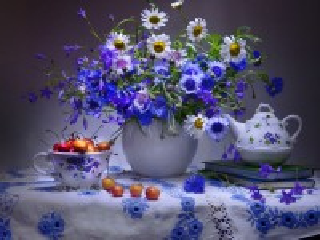 Собирать пазл Flowers and berries онлайн